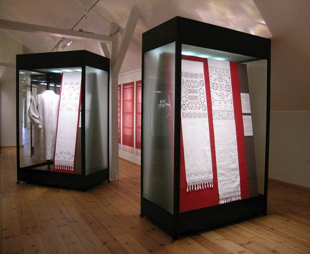 "The travelling exhibition ""Hedebo Embroidery - a World of Variations"""